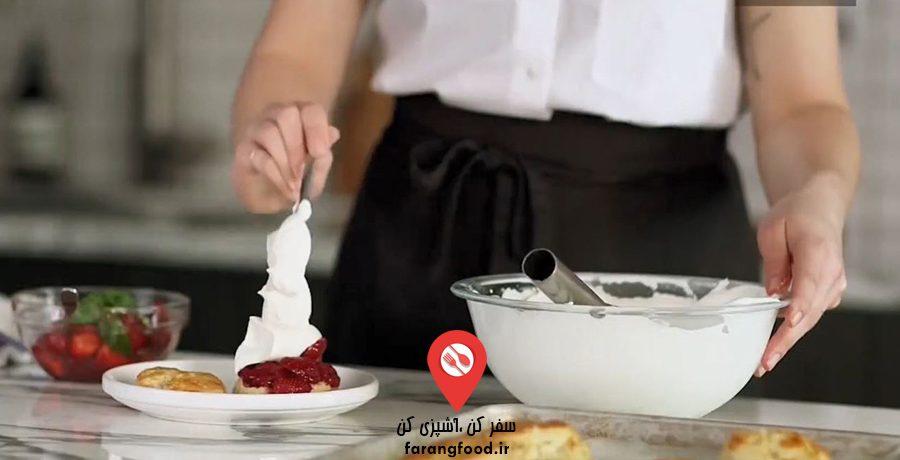 فیلم آموزش کیک میوه ای توت فرنگی