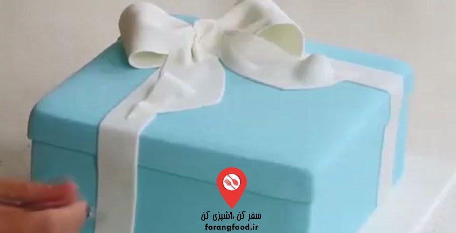 فیلم آموزش تزیین کیک بشکل جعبه کادو