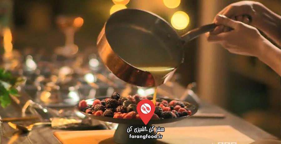 آشپزخانه ایتالیایی نایجلا : فیلم آموزش دسر توت یخ زده با سس داغ خامه ای شکلاتی