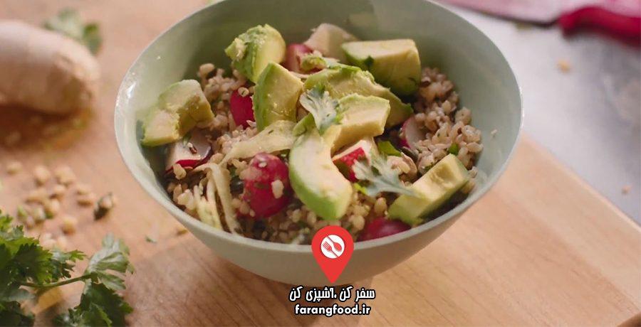 آشپزی آسان با نایجلا: فیلم آموزش برنج قهوه ای با میوه و سبزیجات