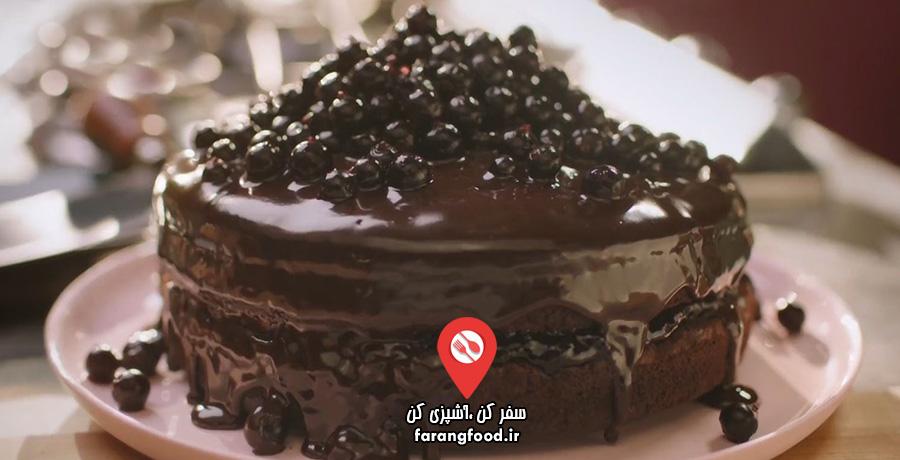 کیک شکلاتی شیرین بیان چند لایه