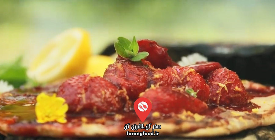 آشپزی در طبیعت فیلم آموزش دسر توت فرنگی جنگلی با نان شکر نارگیلی