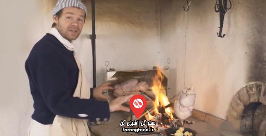 آشپزی قرن هجدهم فیلم آموزش پخت مرغ و بوقلمون با آویز و فر دست ساز
